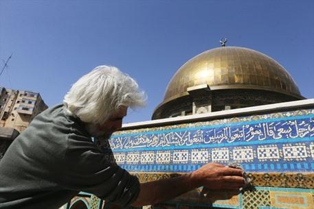 نحَات مسيحي أردني يصمم مجسماً لقبة الصخرة - 01- نحَات مسيحي أردني يصمم مجسماً لقبة الصخرة - الاناضول