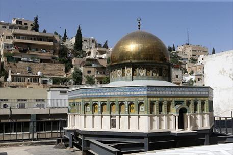 نحَات مسيحي أردني يصمم مجسماً لقبة الصخرة - 04- نحَات مسيحي أردني يصمم مجسماً لقبة الصخرة - الاناضول