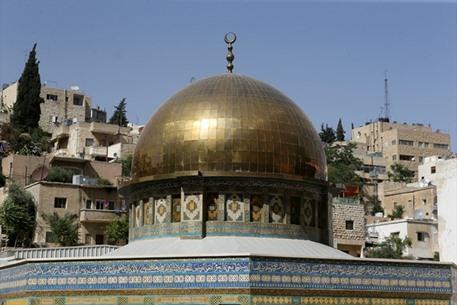نحَات مسيحي أردني يصمم مجسماً لقبة الصخرة - 05- نحَات مسيحي أردني يصمم مجسماً لقبة الصخرة - الاناضول