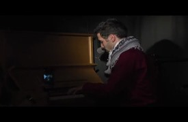 """أيهم من عازف بيانو في """"مخيم اليرموك"""" المدمر إلى مسارح ألمانيا"""
