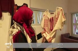 أثواب مطرزة تروي بالخيوط تاريخ فلسطين