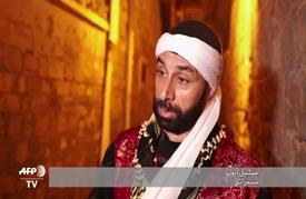 مسحراتي مسيحي يوقظ سكان مدينة عكا في ليالي رمضان منذ 13 عاما