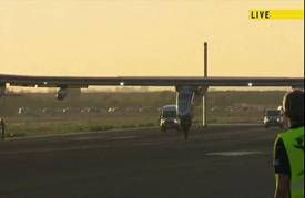 """طائرة """"سولار إمبالس 2"""" تحط بإسبانيا بعد عبورها المحيط الأطلسي"""